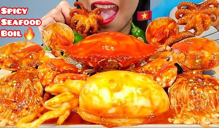 EATING SPICY SEAFOOD BOIL, GIANT CUTTLEFISH, CRAB, CLAMS & OCTOPUS ASMR 먹방 Real Sounds