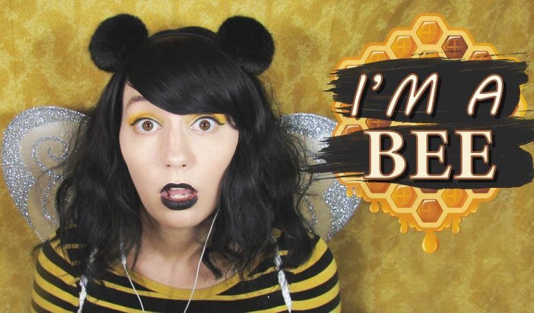 ASMR   I'm a Bee! 🐝 Layered Raw Honeycomb Eating & «Bzz» & Humming &  Finger Fluttering