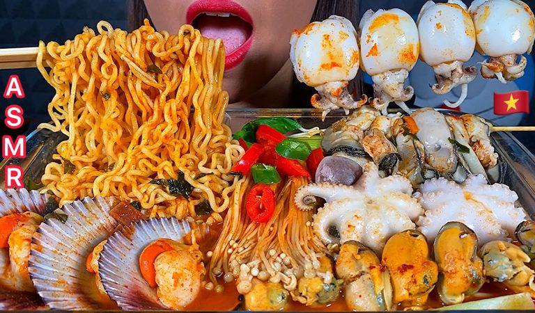 ASMR SPICY SEAFOOD NOODLES OYSTER OCTOPUS SCALLOP MUSSEL CUTTLEFISH ENOKI MUSHROOMS Eating Sounds