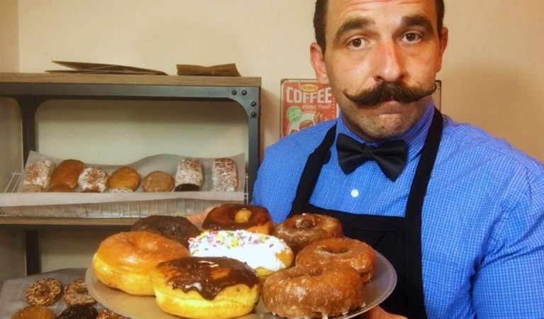 THE VINTAGE DONUT & COFFEE SHOPPE (ASMR ROLE PLAY)